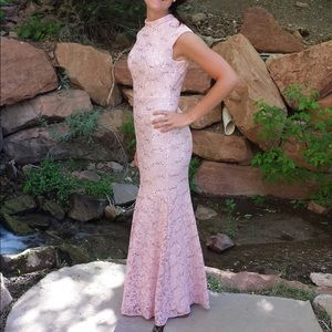 Dresses & Skirts - Gorgeous pink lace mermaid style dress
